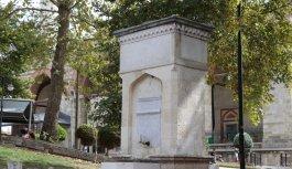 """Edirne'de salgında ölen doktorlar anısına yapılan çeşme asırlık """"saygı duruşunda"""""""