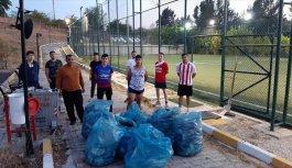 Edirne'de spor yaptıkları alanı temizleyen gençlere baklava ikramı