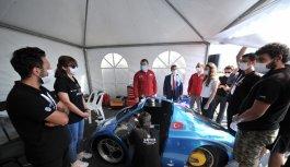 TÜBİTAK Başkanı Mandal, Robotaksi Binek Otonom Araç Yarışması'nı izledi:
