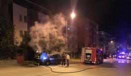 Bilecik'te park halindeyken yanan otomobil kullanılamaz hale geldi
