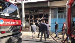 Sakarya'da mobilya boyahanesinde çıkan yangın hasara neden oldu