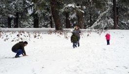 Balıkesirli vatandaşlar kısıtlama öncesi Kazdağları'nda kar topu oynadı