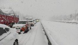 GÜNCELLEME - Yoğun kar nedeniyle kapanan Anadolu Otoyolu'nun Düzce ve Sakarya kesimi ulaşıma açıldı