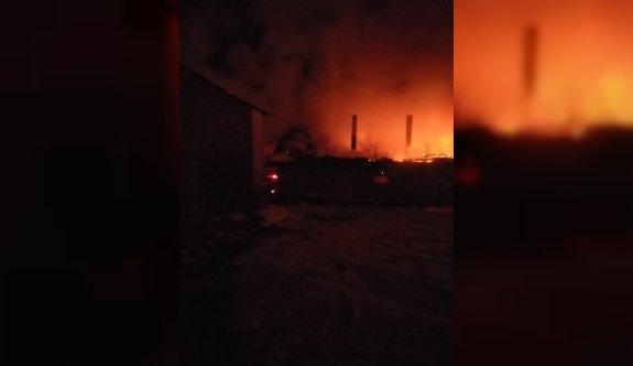 Tekirdağ'da çıkan yangında 3 katlı ev kullanılamaz hale geldi