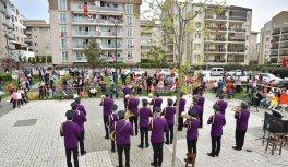 Bursa Büyükşehir Belediyesi kısıtlamada evlerinde olan çocuklara 23 Nisan coşkusunu yaşattı