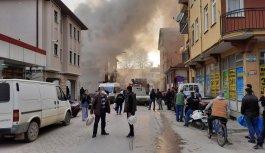 Bursa'da yangın çıkan binadaki Kovid-19 hastaları ambulansla hastaneye kaldırıldı