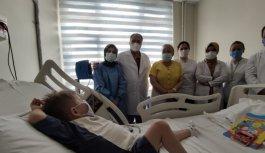 6 yaşındaki Mustafa, beyin ölümü gerçekleşen 6 aylık bebeğin böbrekleri ile hayata tutundu