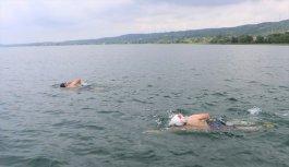 Sakarya'da görme engelli yüzücüler, Adapazarı şehitleri için Sapanca Gölü'nü yüzerek geçti