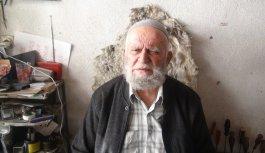 76 yaşındaki ayakkabı tamircisi mesleğini ilk günkü heyecanla sürdürüyor