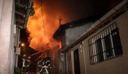 Bursa'da metruk binada çıkan yangının söndürüldü