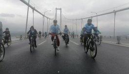 İklim değişikliğine dikkati çekmek için Osmangazi Köprüsü'nde pedal çevirdiler