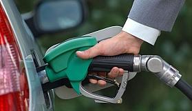 Benzinin litresine gece yarısı 15 kuruş zam geliyor